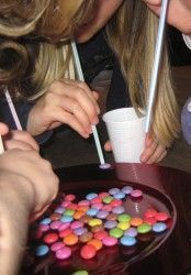 Suck up as many M&Ms with a straw as you can in 60 seconds. Blue Zone: Party games to rock your partaaay! Suck up as many M&Ms with a straw as you can in 60 seconds. Blue Zone: Party games to rock your partaaay! Kids Party Games, Fun Games, Games For Parties, Candy Party Games, Kids Birthday Party Games, Garden Party Games, Game Party, Camping Ideas Games, Rainbow Party Games
