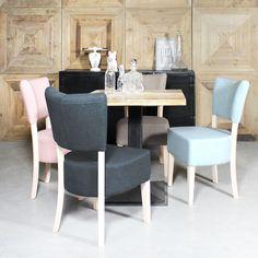 Kenay Home – Séjour lumineux avec chaises pastel