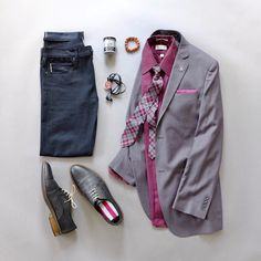 After showing some blue combos this week it's time to go non blue. Today's combo includes all the key accessories from the latest @wearlapelpins September monthly box. Nothing like maroon and gray! Tie: @wearlapelpins Tie Bar: @wearlapelpins Pocket Square: @wearlapelpins Lapel Pin: @wearlapelpins Shirt: @vanheusenstyle Blazer: @missionarymall Bracelet: @wearlapelpins Hair Product: @got2busa Socks: @societysockss Shoes: @justamenshoe Selvedge Denim: @katobrand Cord Taco: @wearlapelpins