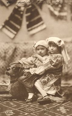 Romania - old photos Elisabeth I, Victorian Photos, Cute Little Baby, My Heritage, Vintage Pictures, Vintage Photographs, Vintage Children, Historical Photos, Old Photos