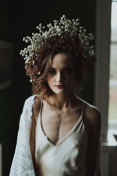Auburn forests, cappuccino roses, dramatic headpiece and raw emotions. This enchanting Irish autumnal wedding inspiration from Petal&Twine and photographer Pawel Bebenca is sure to melt your heart. Irish Wedding, Autumn Wedding, Autumn Inspiration, Wedding Inspiration, Wedding Ideas, Wedding Designs, Wedding Styles, October Wedding, Boho Bride
