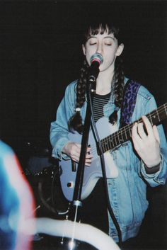 It is rare indeed to find a performer who would reveal the secrets of their art to the uninitiated or to colleagues. Bad Kids, Cool Kids, Frankie Cosmos, Sunshine In A Bag, Phoebe Cates, Music Recommendations, Female Guitarist, Music Aesthetic, Good Music