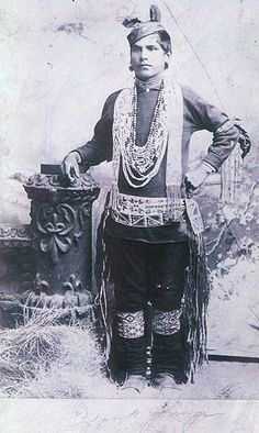 Thomas M.Wabnum Prairie Band Potawatomi Nation:«my paternal Great GrandFather, Frank Young. His Indian name is She bah ka keh.» photograph 1897