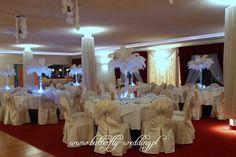strusie pióra - dekoracja weselna Chandelier, Ceiling Lights, Table Decorations, Home Decor, Candelabra, Decoration Home, Room Decor, Chandeliers, Outdoor Ceiling Lights