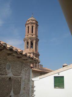 para este domingo os dejo esta fotografía de la torre de nuestro pueblo con un bonito cielo azul
