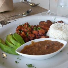 #LaBanderaDominicana #Nabú Disfrute de los deliciosos platos de la Gastronomía Dominicana. #IHGFoodie #Yummy