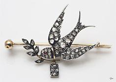 『スワロー ブローチ』 イギリス 1888年~1900年頃 ローズカット・ダイヤモンド、ルビー、 シルバー&ゴールド(15ct) 3cm×5cm  重量7g