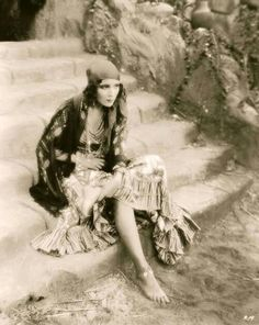 Gypsy Dolores del Rio in Revenge, 1928 Vintage Gypsy, Look Vintage, Vintage Beauty, Vintage Ladies, Belle Epoque, Gypsy Life, Gypsy Soul, Vintage Photographs, Vintage Photos