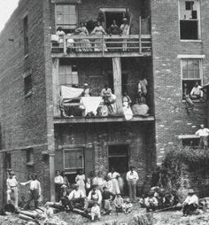 This image shows many blacks working in a Civil War hospital in Nashville. Nearly half of the cooks and laundresses hired by the Union army were African-Americans, and they were prevalent in Baltimore and Nashville hospitals.