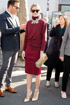 ¿Conoces la tendencia monocromática?  Aplícala en tu día a día en el trabajo.  Escoge un cómodo suéter, una falda recta del mismo tono o de la gama del color y añade un fabuloso collar que resalte. #fashion#work#Incobet#Cobetips
