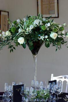 Coupe Martini : lysianthus, roses, dianthus, eucalyptus...