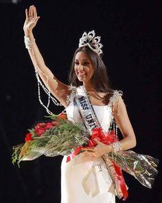 Amelia Vega, Miss Universe 2003 of the Dominican Republic