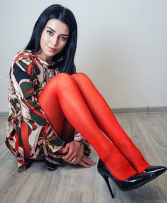 I ❤️ her beautiful legs in high heels and shiny red stockings, and lovely mini dress.💋💋💋 Pantyhose Outfits, Red Pantyhose, Perfect Legs, Great Legs, Colored Tights Outfit, Sexy Legs And Heels, Tights And Heels, White Tights, Fashion Tights