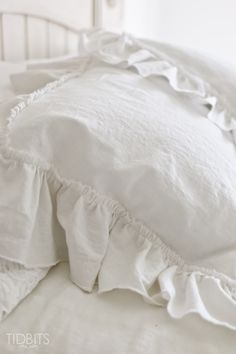 Learn how to make a lovely and cozy ruffle pillow sham, to top your bed and/or sofas.