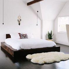 Boho meet minimalist. Nice to meet you. #designcollaboration #styleclash #designtips #bedroomdecor #MOMme  pic via Pinterest of @oraclefox bedroom . . . . . #bedroomstyle #minimalist #allwhite #beachhousestyle #beachhouse #oraclefox #bohostyle #bohodecor #bohostyle #boholiving #bohoglam #boholifestyle #bohemian #bohemianstyles #modernbohemian #newboho #vintagestyle #bed #stylingideas #dreamcatcher #rug #dailyfluff #stylingtips #interiorblogger