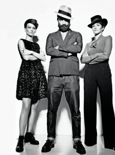 Ilaria-e-Veronica-Cornacchini-Matteo-Gioli-30-28-e-26-anni-designer-di-cappelli_main_image_object