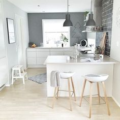 Browse photos of Small kitchen designs. Discover inspiration for your Small kitchen remodel or upgrade with ideas for organization, layout and decor. Kitchen Interior, Scandinavian Kitchen, Small Kitchen, Kitchen Room, Kitchen Remodel, Kitchen Decor, Kitchen Dining Room, Home Kitchens, Kitchen Design