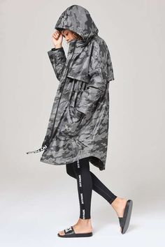 The camo jacquard parka is your go-to for the chilly months. In a longline, oversized fit, it features a split hem to the back and adjustable toggles at the waist for a cinched-in shape. The storm flap detail and baggy hood protect you from the elements, while the large Ivy Park logo zip pull adds its ultra-cool signature. By Ivy Park.