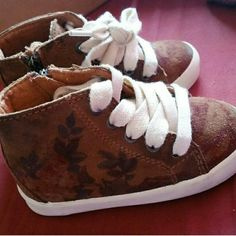 Zara baby vintage floral hightops Excellent Use Condition/Hard to find! Zara Shoes Sneakers
