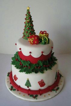 Shared by Career Path Design Christmas Themed Cake, Christmas Cake Designs, Christmas Cake Decorations, Christmas Cupcakes, Christmas Sweets, Christmas Cooking, Holiday Cakes, Christmas Goodies, Christmas Tree