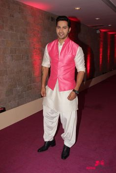 Varun Dhawan Promote 'ABCD - Any Body Can Dance - at auditions of Indian Idol Junior Season 2 Bollywood Outfits, Bollywood Actors, Bollywood Celebrities, Bollywood Fashion, Mens Indian Wear, Indian Groom Wear, Indian Men Fashion, Varun Dhawan Wallpaper, Varun Dhawan Instagram