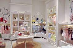 Kinderbekleidungsgeschäft von Caulder Moore in Abu Dhabi -, Insight, Caulder M . Kids Clothing Rack, Clothing Store Displays, Clothing Store Design, Children Clothing, Clothing Stores, Girl Clothing, Boutique Decor, Boutique Interior, Baby Boutique