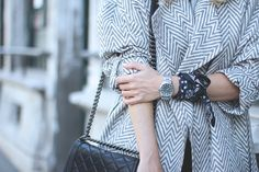 SUMMER TRENCH Travel blogger wearing Chanel bag and a watch combined with black bracelet