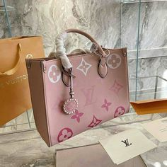 Luxury Purses, Luxury Bags, Luxury Handbags, Fashion Handbags, Purses And Handbags, Fashion Bags, Handbags Michael Kors, Sacs Louis Vuiton, Lv Bags