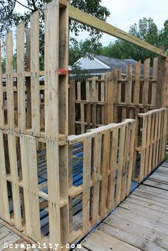 The framing of a pallet shed using pallets, screws and a few boards. Scrapality.com