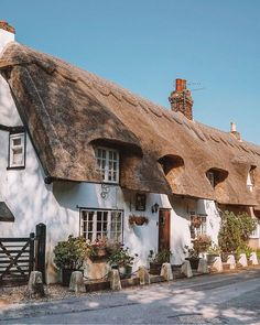 English Country Cottages, English Village, English Countryside, Country Houses, Alnwick Castle, Leeds Castle, Thatched House, Thatched Roof, Hidden Places