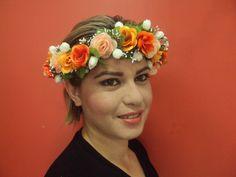 Tiara de flores (headbrand, guirlanda, coroa)  Confeccionada com lindas flores artificiais nos tons de caramelo, beje e branco.  Ideal para ensaios fotográficos, festas, noivas, debutantes,aniversários.
