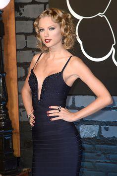 Taylor Swift tan rencorosa como su pronunciado escote - Yahoo! OMG! En Español