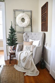 THIS IS IT! Cozy Rustic Christmas Dining Room - Christmas centerpiece, DIY wreaths, candles, texture, & more. A must pin for Christmas dining room inspiration!