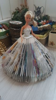 Barbie gets a book dress! Diy Old Books, Old Book Crafts, Book Page Crafts, Recycled Books, Newspaper Crafts, Christmas Angel Crafts, Book Page Flowers, Book Folding Patterns, Folded Book Art