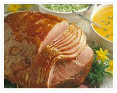 Baked Ham with Honey-Apricot Glaze 10-14lb cooked spiral ham, 1c honey, 6oz can OJ concentrate thawed, 1/3c soy sauce, 1/3c apricot jam, 1/2tsp ground nutmeg, 1/4tsp ground cloves. 325* Bake 30min-Glaze-Bake 2&1/2hrs Spiral Cut Ham, Spiral Sliced Ham, Apricot Glaze Recipe, Ham Recipes, Easter Recipes, Easter Ideas, Casserole Recipes, Dinner Recipes, Honey Glazed Ham