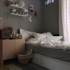 dorm room inspiration decor ideas for you 55 ~ Best Home Decor Ideas Small Bedroom Hacks, Small Bedrooms, Room Interior, Interior Design, Aesthetic Room Decor, Cozy Aesthetic, Korean Aesthetic, Minimalist Room, Cozy Room