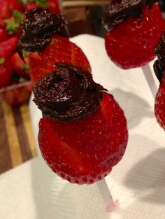 Chocolate Strawberry Roses  #TheEarthDiet #DailyRecipe #Recipe #RawChocolateMan #NoahLoin #Chocolate #Dessert