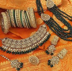 Ethnic kundan jewellery has seen a remarkable legacy across time and distance. Around the world, kundan jewellery which means 'highly refi. Kundan Jewellery Set, Indian Jewelry Earrings, Bridal Jewelry, Fancy Jewellery, Bridal Bangles, India Jewelry, Bridal Earrings, Antique Jewellery Designs, Gold Jewellery Design