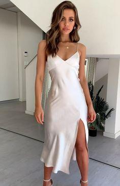 V Neck Midi Dress Champagne Source by bamep The post V Neck Midi Dress Champagne appeared first on How To Be Trendy. Grad Dresses, Satin Dresses, Sexy Dresses, Cute Dresses, Low Cut Dresses, Midi Dresses, Tight Dresses, V Neck Midi Dress, White Midi Dress