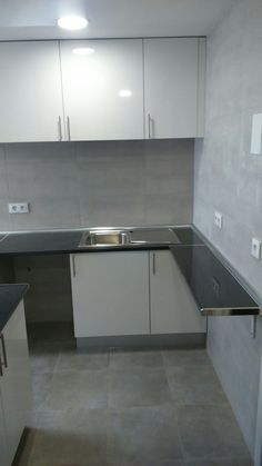 Encimera estrecha para cocina en Madrid Modern House Design, Kitchen Interior, Ale, Madrid, Home Decor, Kitchen Furniture, Kitchen Design, Kitchens, Kitchen Measurements