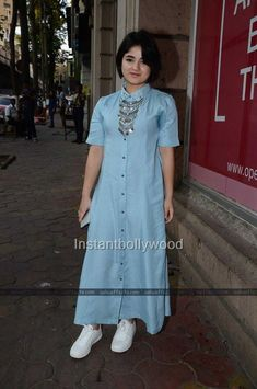 Zaira Wasim Cute and sweet Stylish Dresses, Casual Dresses, Fashion Dresses, Girl Fashion, Hijab Fashion, Indian Designer Outfits, Indian Outfits, Designer Dresses, Western Outfits