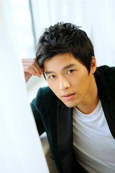 Have you ever wondered which actors are friends? Actors occasionally get a bad rap for being competitive and jealous, but most kdrama actors seem pretty friendly and supportive. Asian Celebrities, Asian Actors, Korean Actors, Hot Men, Hot Guys, Hyun Bin, Korean Men, Asian Men, South Corea