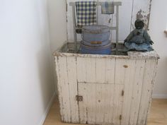 Old White Paint Primitive WOOD DRY SINK with a Single Door and Wood Display AAFA