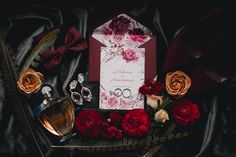 Мы рады, что все больше пар выбирают зиму для проведения свадьбы. Настя и Максим вместе с командой создали настоящую зимнюю сказку, и от каждой фотографии этого праздника так и веет теплом и уютом.