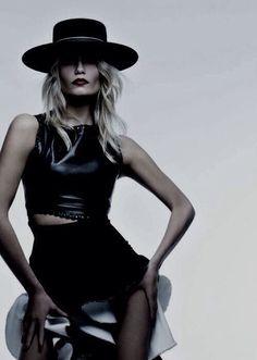 Pretinho Basico, Lauren Hutton, Moda Francesa, Moda Sombria, Fotografia  Editorial, Fotografia e45fdc120b