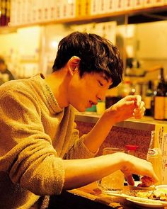 Sakaguchi Kentaro​. I probably have a problem if I'm pinning pictures of him eating, right? Lmao.