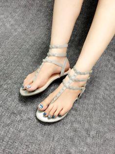 Mua giày xinh online ở đâu - Sandal Đinh Valentino