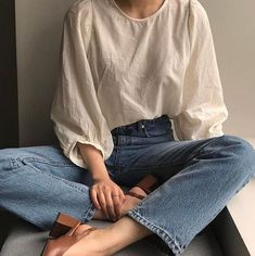 Relaxed jeans white top