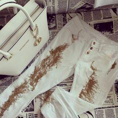#Trussartdi whitw bag #white jeans White Jeans, Handbags, Spring, Shop, Summer, Fashion, Moda, Totes, Summer Time