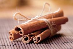Obesity is not what we want. So now lose weight easily with this home remedy. Check out how to use honey and cinnamon for weight loss. Cinnamon Powder, Honey And Cinnamon, Real Cinnamon, Cinnamon Extract, Cinnamon Spice, Homemade Beauty Recipes, Homemade Gifts, Cinnamon Weightloss, Losing Weight